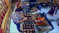A Very Clever Women Thief - Must Watch