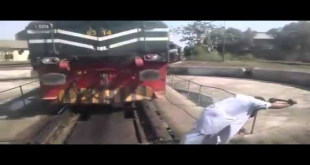 How Man Changing Train's Engine