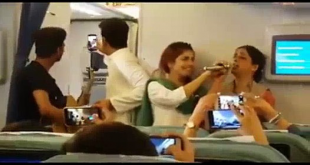Momina Makes Surprise Appearance On Flight To Sing Patriotic Songs
