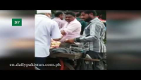 Check How Fruit Vendor Cheats Citizens By Exchanging Fruits Bags