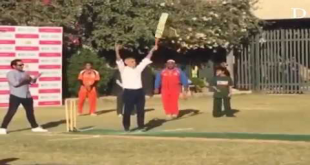 London Mayor & Sarfaraz Ahmad Plays Cricket At The British Deputy High Commission In Karachi