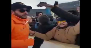 Shahid Afridi Taking Selfies With Fans In Switzerland