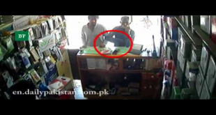 Check The Robbery In Mobile Shop At Gunpoint In Karachi