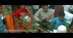 Watch How This Guy Steals Mobile Phone From A Shop In Karachi