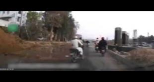 Street Robbery Caught On Camera In Karachi
