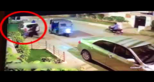 Robbers In Three Bikes Snatch Bag From Helpless Women In Karachi