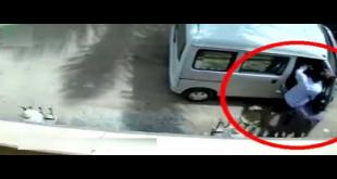 Robbers Loot Family Inside Car In Karachi