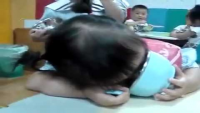 This is how you Eat & Sleep at the same time...so cutee
