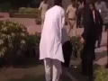 Australian PM Julia Gillard Slips & Falls Over in India