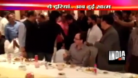 Salman Khan and Shahukh Khan hugged each other at Iftaar Party