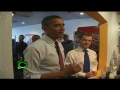Obama and Medvedev eating Burgers