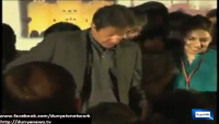 Imran Khan another fall in Lahore on stage
