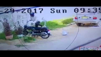 A Thief Is Stealing The Parked Bike In Day Light In Tariq Road Area