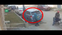 Check How Thieves Stealing Car Side Mirrors In Karachi