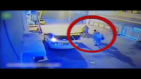CCTV Footage Of Snatching Valuables In Gulshan Iqbal Karachi