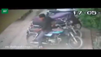 Thief Swiftly Unlocks Motorcycle In Karachi