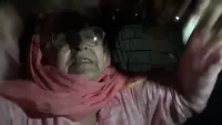 A Mother's prayer for Imran Khan outside Shaukat Khanum Hospital